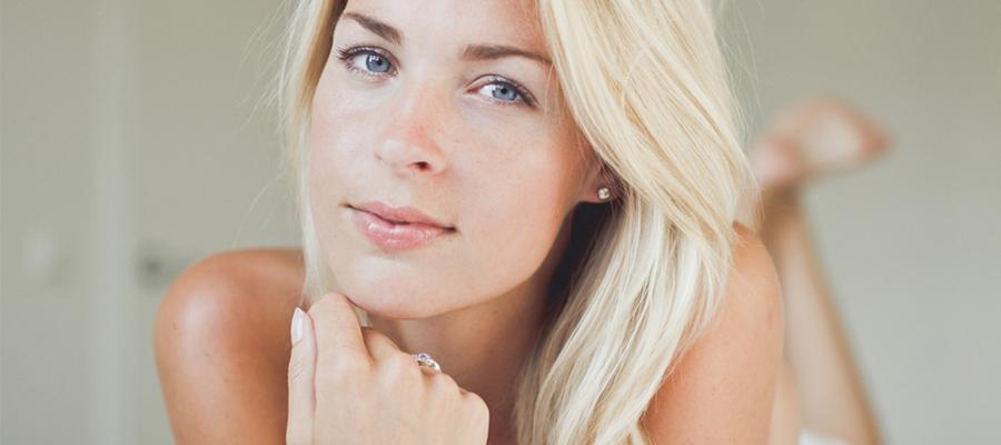 rouge a levre pour les blondes amazing download lvres rouges la femme de pinup blonde dessine. Black Bedroom Furniture Sets. Home Design Ideas